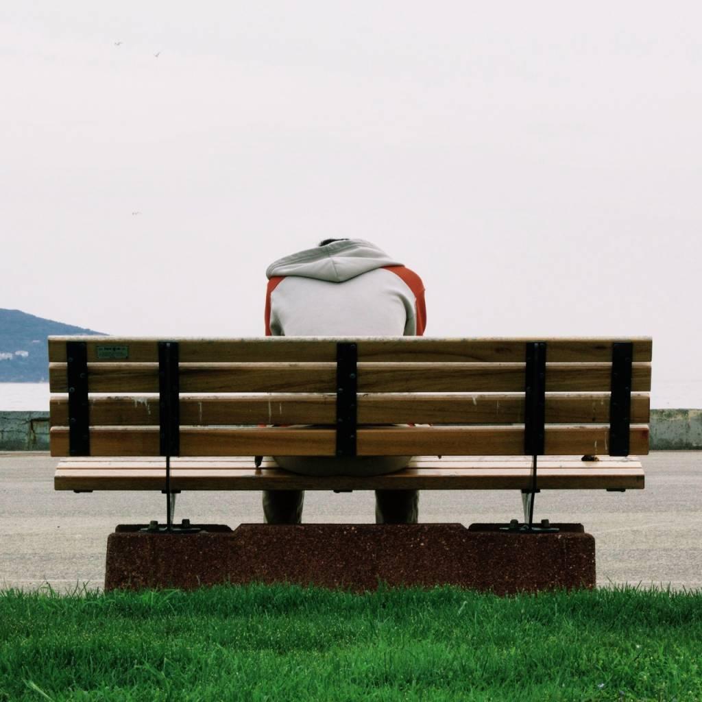 Od eksperymentu do… upadku. Jak rozwija się uzależnienie?