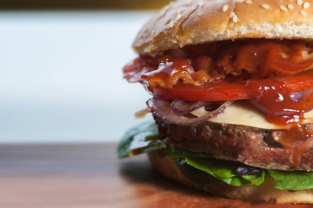 Dlaczego uzależniamy się od fast foodów?