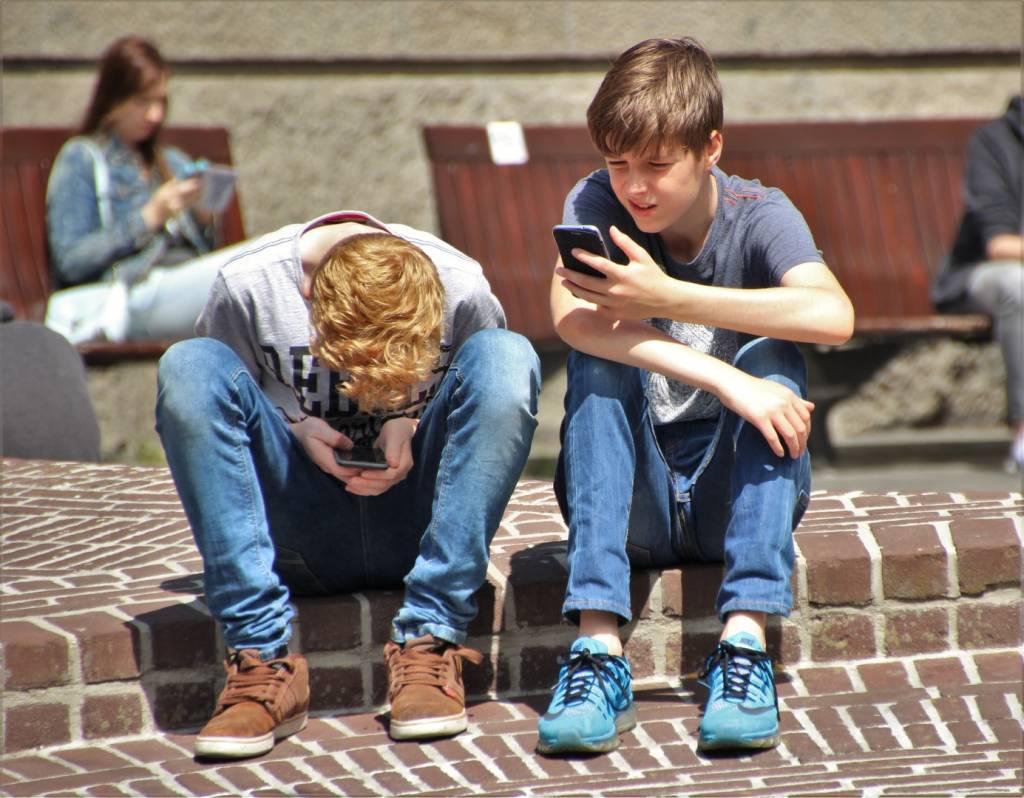 Co zrobić, gdy dziecko jest uzależnione od telefonu?