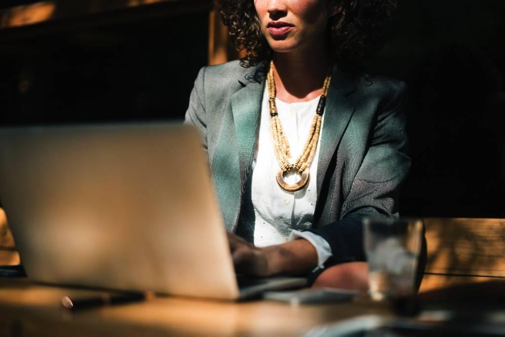 Jak pogodzić wychowywanie nastolatka z pracą?