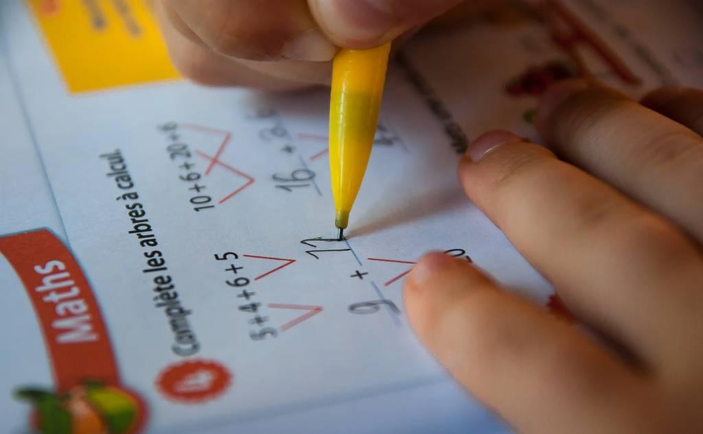 Uczeń faworyzowany to uczeń mądrzejszy?
