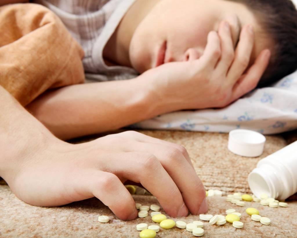 Jak rozpoznać zatrucie narkotykami i na nie reagować?