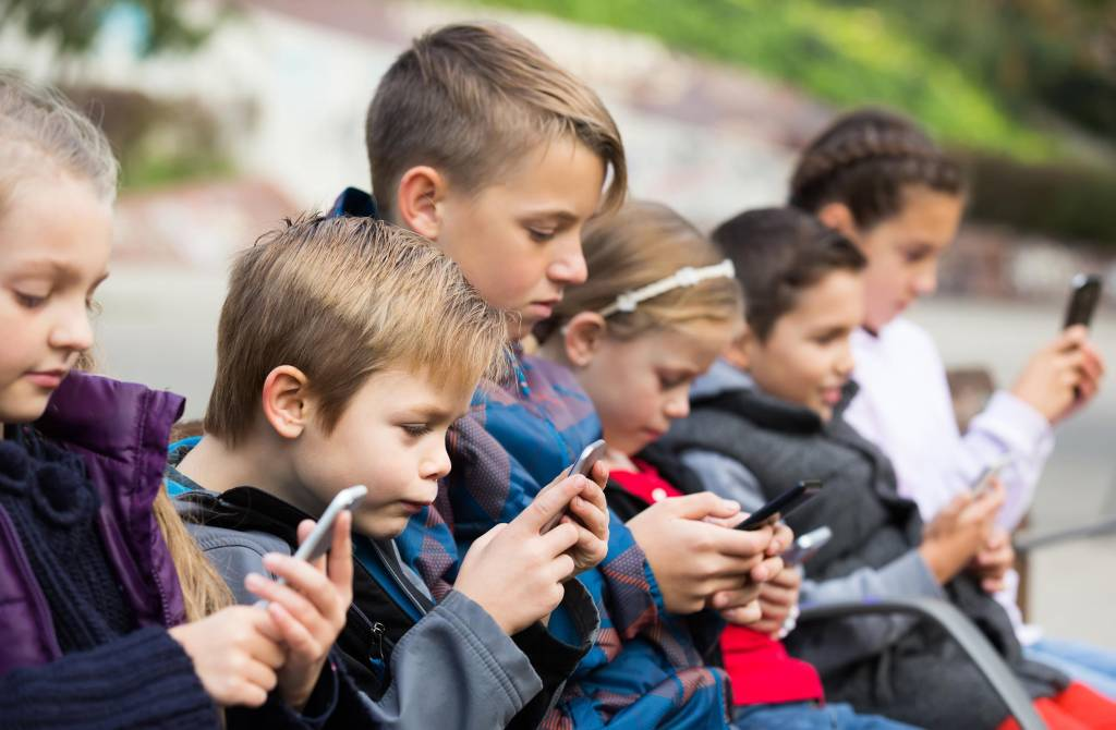Jak rozpoznać uzależnienie od telefonu u swojego dziecka?