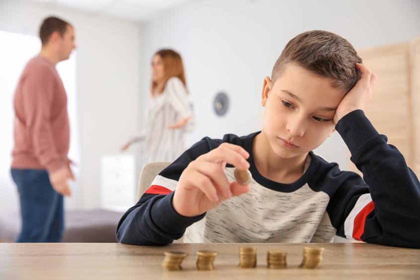 dziecko uzależnione od wydawania pieniędzy